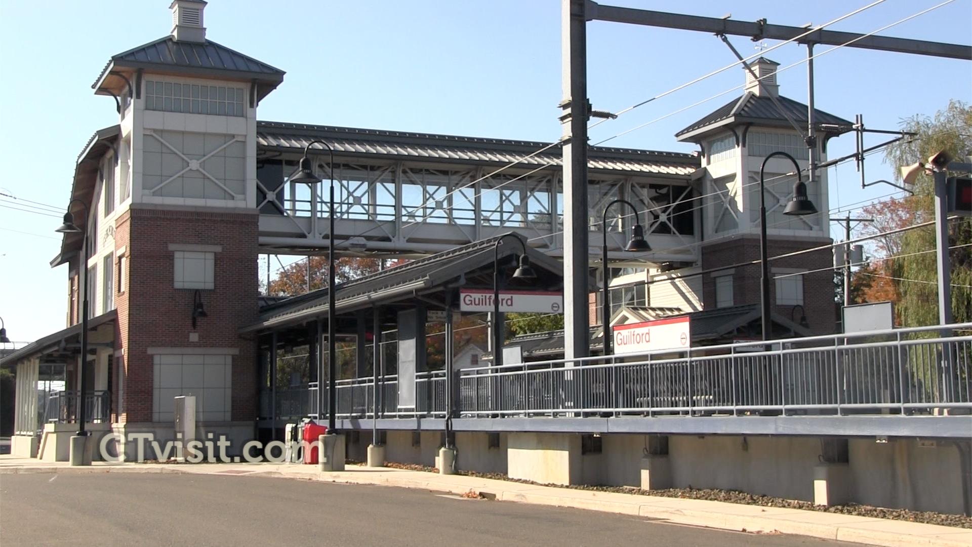 Menunkatuck Trail - RR station